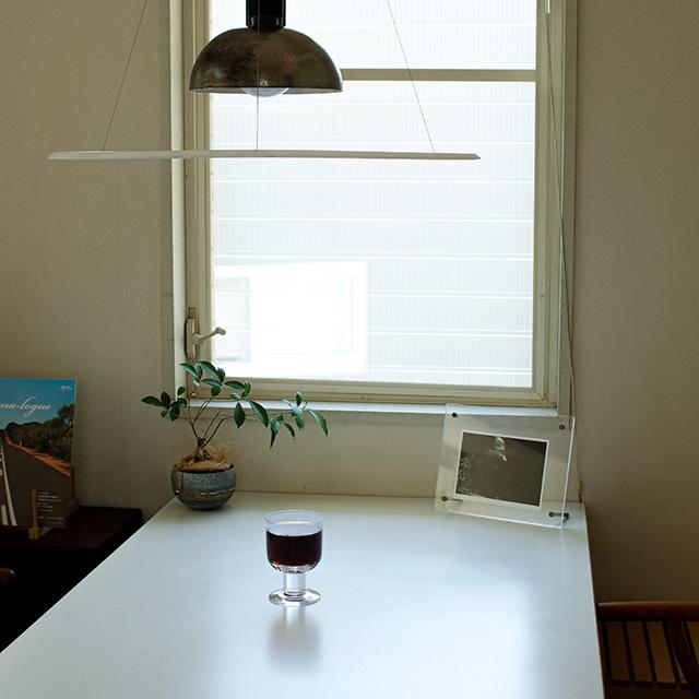 窓辺とグラス